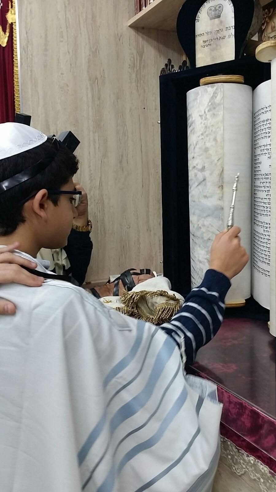 קובי בבית הכנסת חוגג בר מצווה